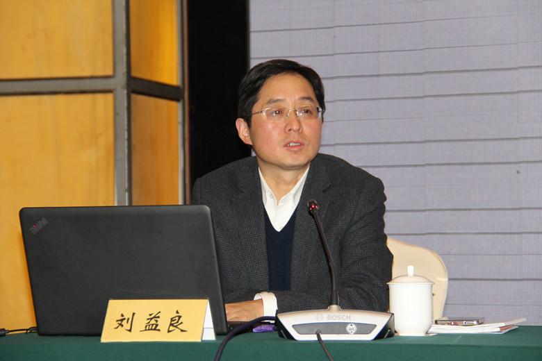 07,市司法局刘益良副局长作《律师事务所规范化建设》授课.JPG