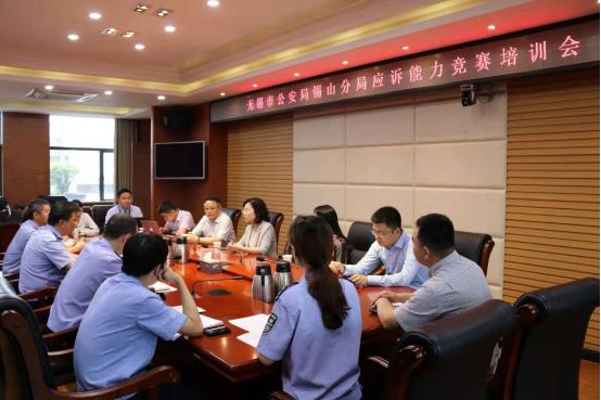 4-(图:吴琳律师、付申律师、余景军律师为锡山分局代表队指导培训).png
