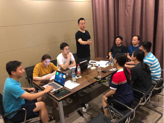 5-(图:郑夏律师、张坤律师为滨湖分局代表队指导培训).jpg